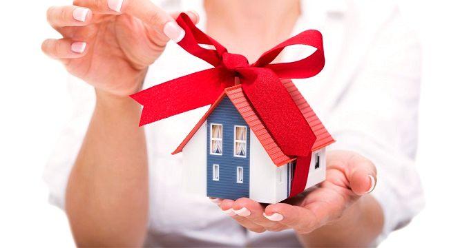 Кому можно подарить квартиру по договору дарения